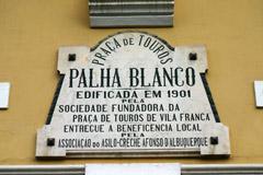 CASA CHEIA EM VILA FRANCA, BEM OS FORCADOS DE V. FRANCA E TIAGO LUCAS