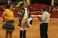 Nazaré encheu para ver Luís Rouxinol tourear, comemorando o seu aniversário