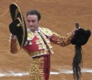 Enrique Ponce, lesiona-se na mão direita, num tentadero