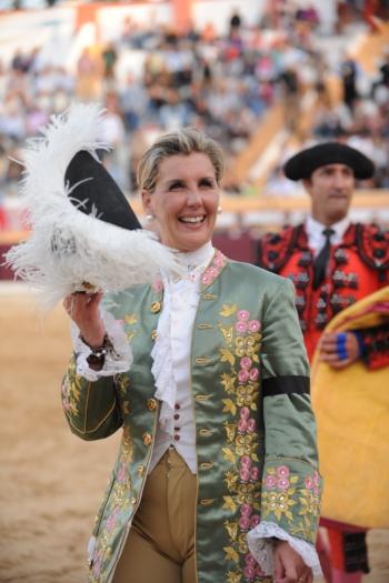 Tauroleve Apodera a Cavaleira Ana Batista