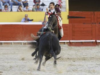 Duarte Pinto recebe o Trofeu de Melhor Lide da Feira Taurina de Arruda dos Vinhos
