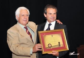 Joaquim Bastinhas recebe a medalha de ouro da cidade de Elvas