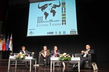 Encerra em Angra do Heroismo o III Forum Mundial da Cultura Taurina