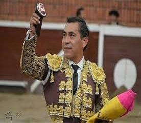 Eulálio López Zotoluco sai em ombros no Mexico